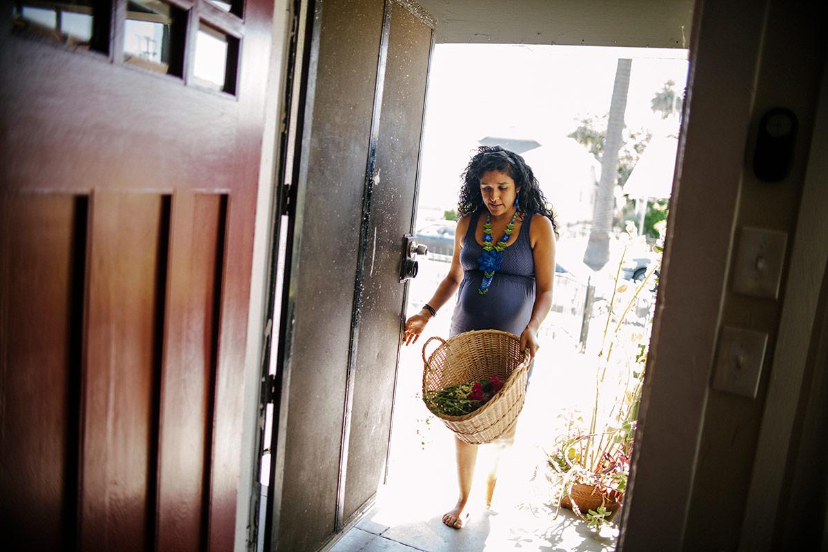 Panquetzani walks in through a door. | Samanta Helou Hernandez