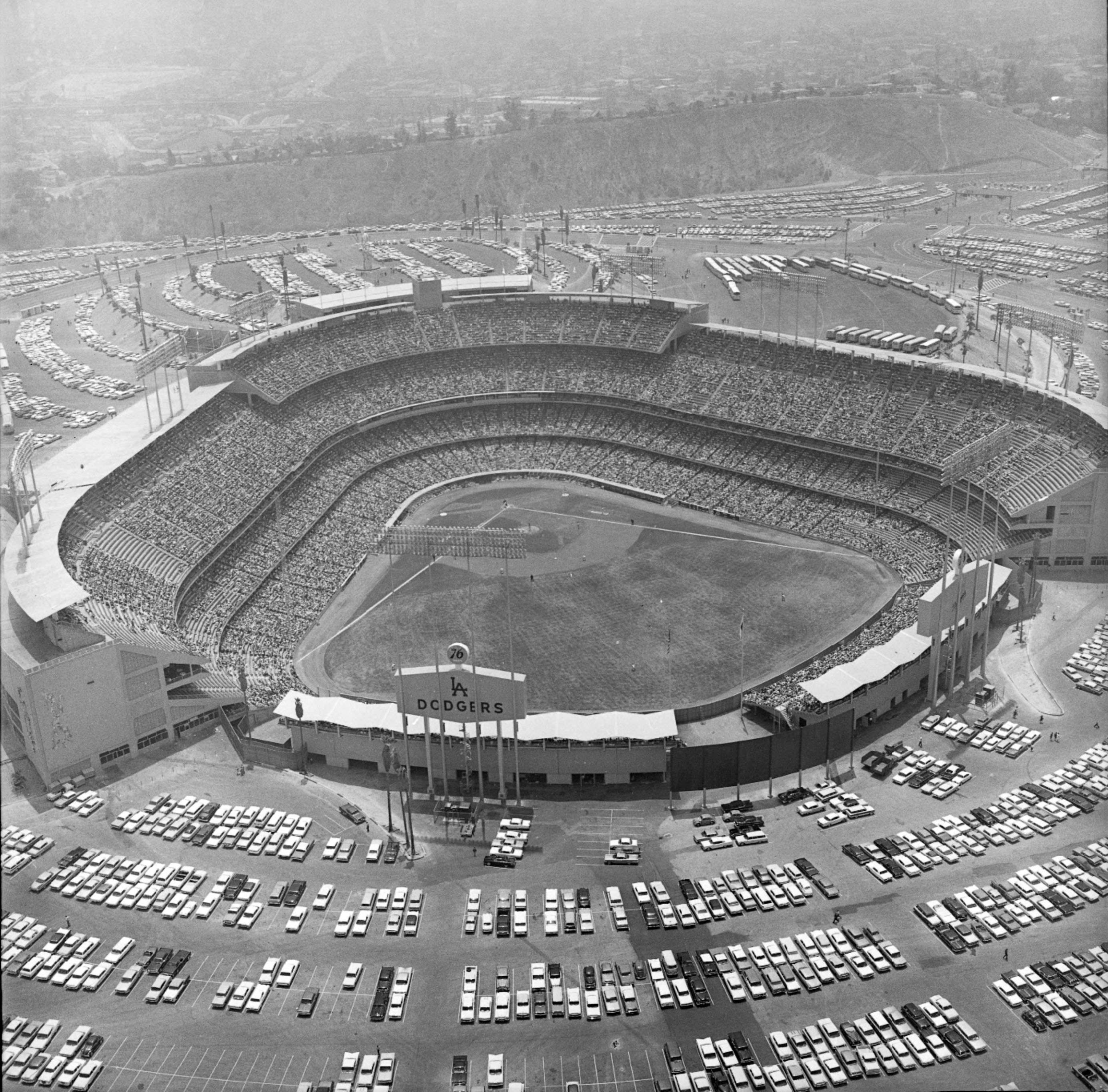 1962 view of a completed Dodger Stadium. Courtesy of the Los Angeles Times Photographic Archive. Department of Special Collections, Charles E. Young Research Library, UCLA. Used under a Creative Commons license (CC BY-NC-SA 3.0 US).