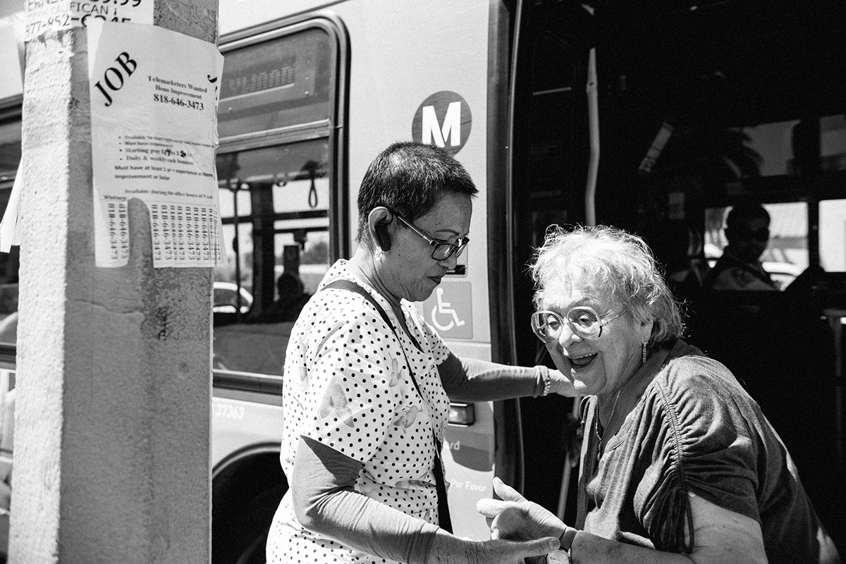 Josephine Biclar helping a woman get off the bus. | Samanta Helou Hernandez