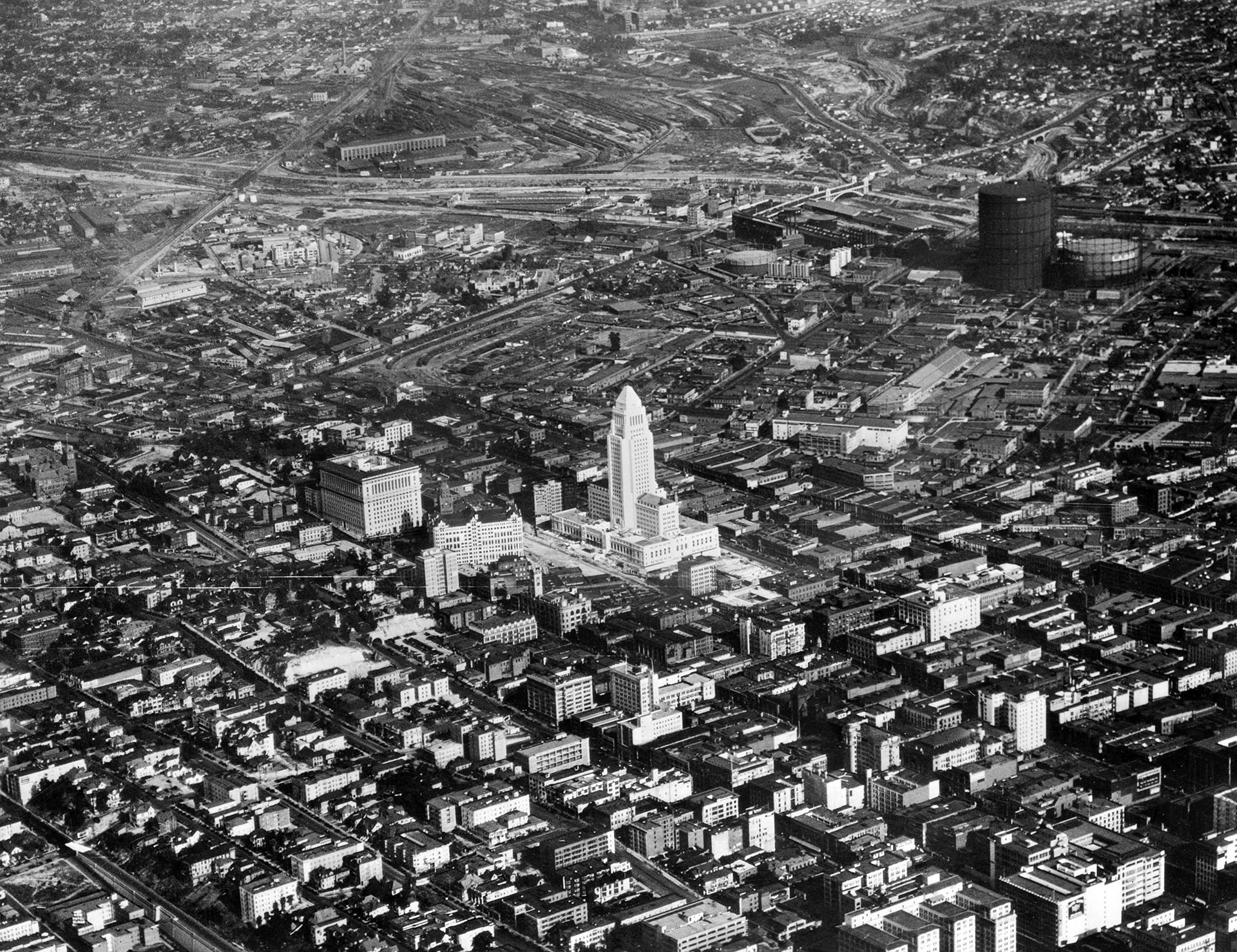 Aerial view of the new Los Angeles City Hall in 1928