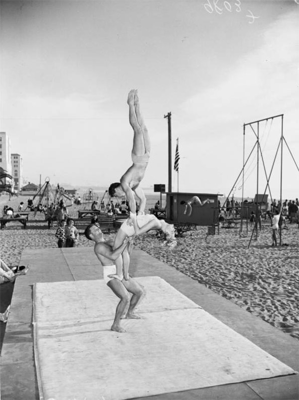 Muscle Beach, 1953 | Los Angeles Examiner Negatives Collection, 1950-1961/University of Southern California. Libraries