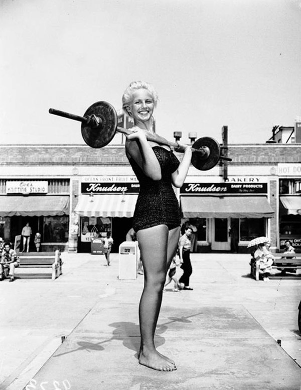 """Miss Muscle Beach"" contest, 1951 