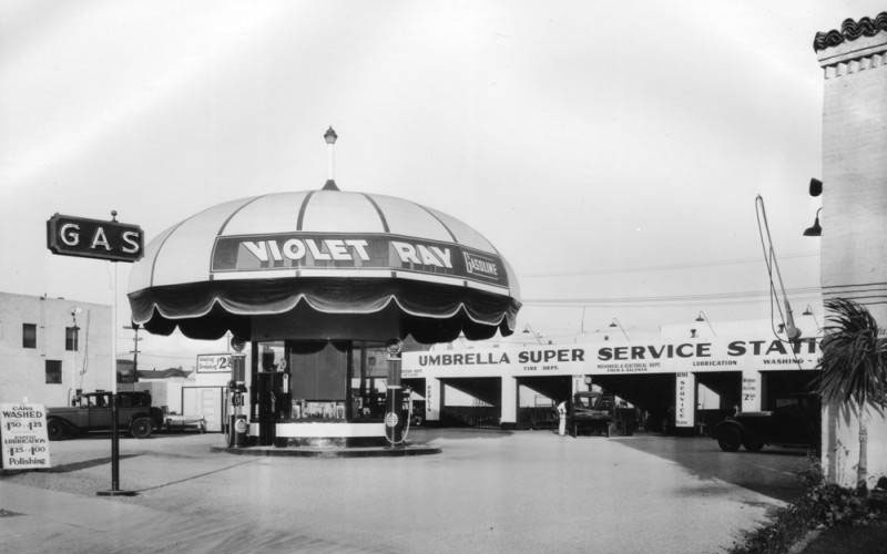 This Violet Ray Service Station, located at 830 S. La Brea Avenue, took the form of an enormous parasol | Photograph courtesy of Security Pacific National Bank Collection, Los Angeles Public Library