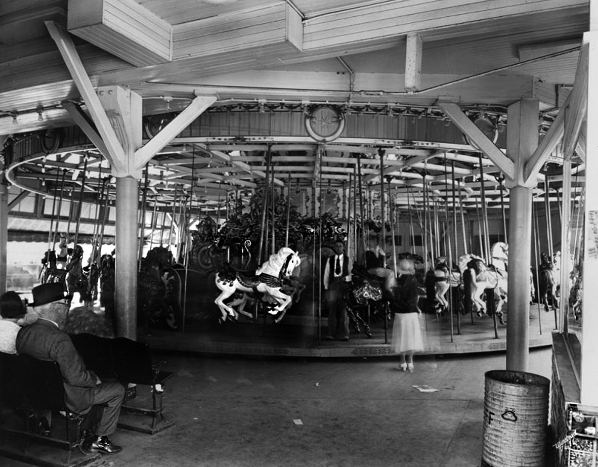 Louff's Carousel, 1937