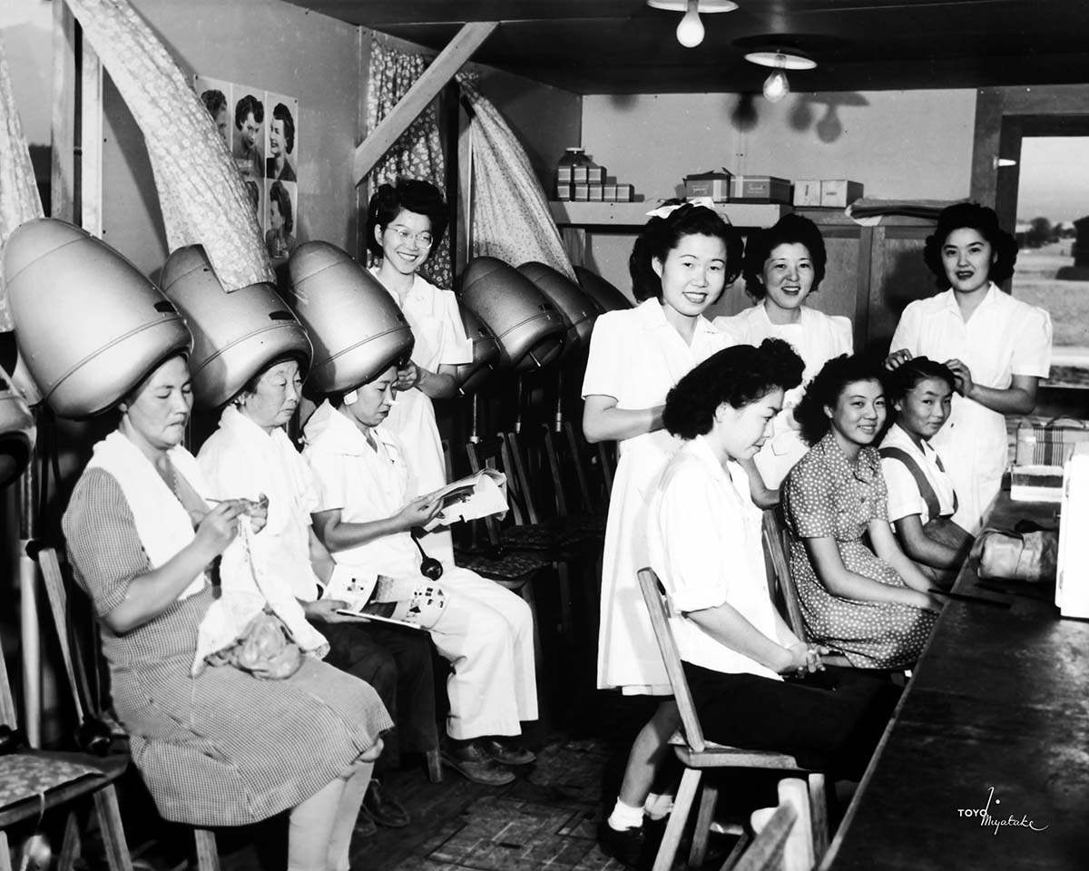 Japanese Americans in hairdressing parlor at Manzanar | Courtesy of Toyo Miyatake Studio