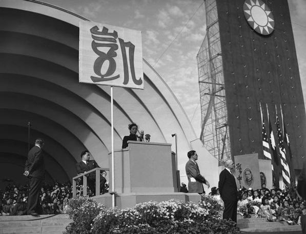 madame-chiang-kai-shek-1943-ucla-ladn.jpg