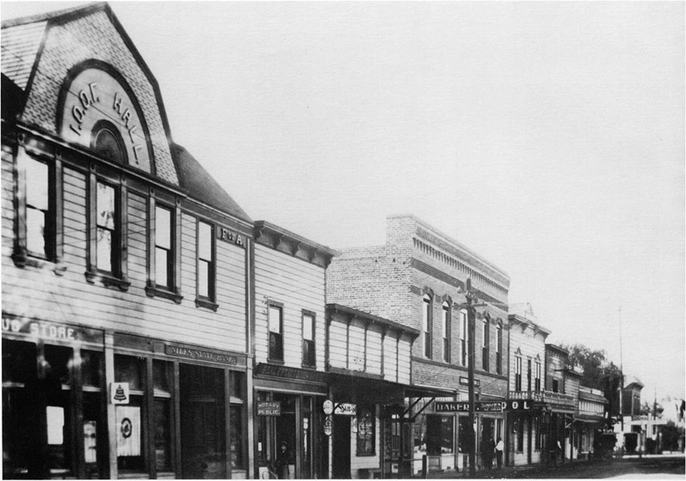 Main Street in Niles c. 1912, frequent location for western movies. Mission Peak Heritage Foundation, Fremont