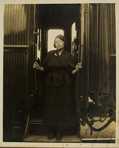 María Talavera Broussé disembarks the train that transported the remains of Ricardo Flores Magón from El Paso to Mexico City, at a stop in Aguas Calientes, Mexico, 1923 | Courtesy of La Casa de El Hijo del Ahuizote, Photographic Collection