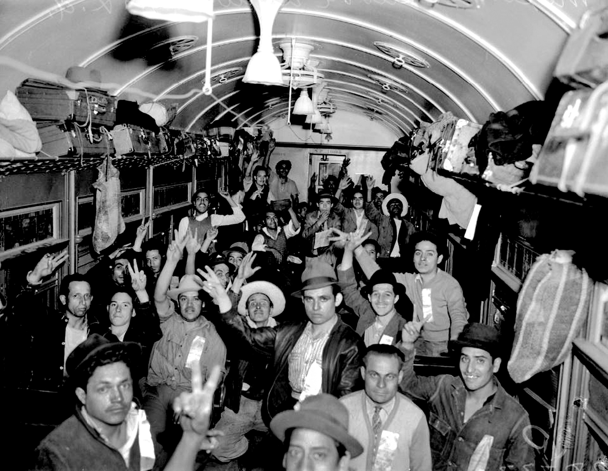 Mexican workers arrive in L.A. by train (1943)