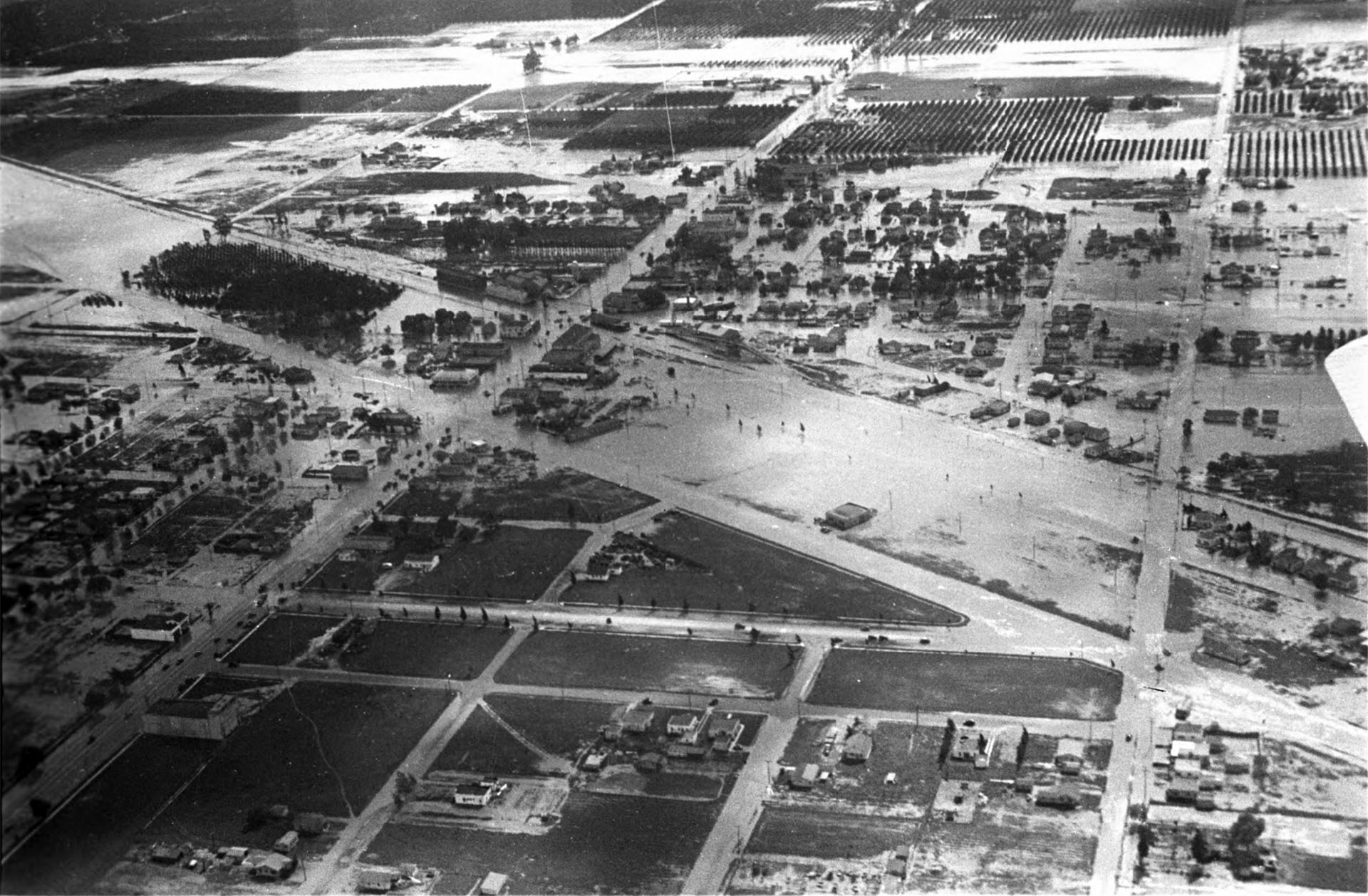 Flooded houses and farms in North Hollywood in March 1938