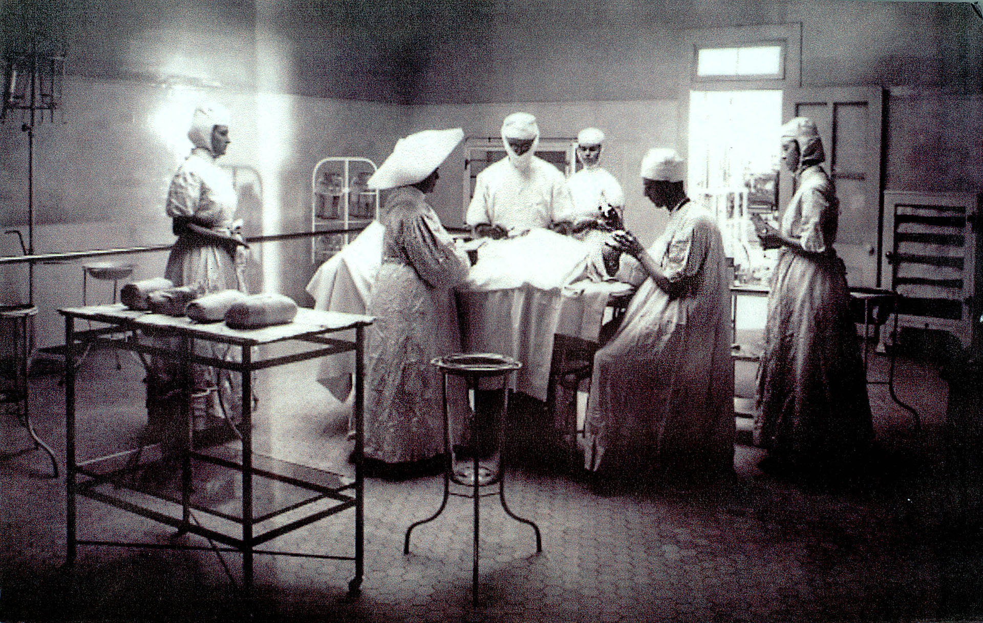 Operating room, Los Angeles Infirmary, 1908. The nurses and doctors are assisted by a sister wearing her wing-like wimple.