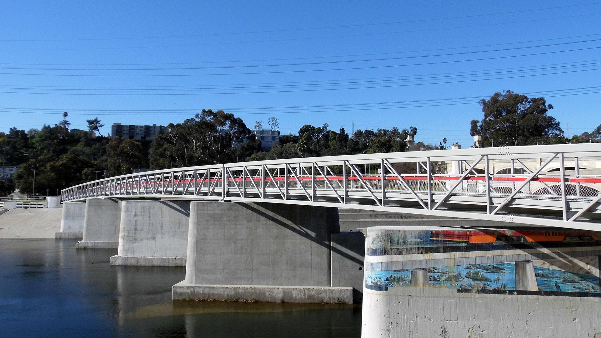 A brand-new pedestrian bridge that runs alongside the historic Glendale-Hyperion Bridge. | Sandi Hemmerlein