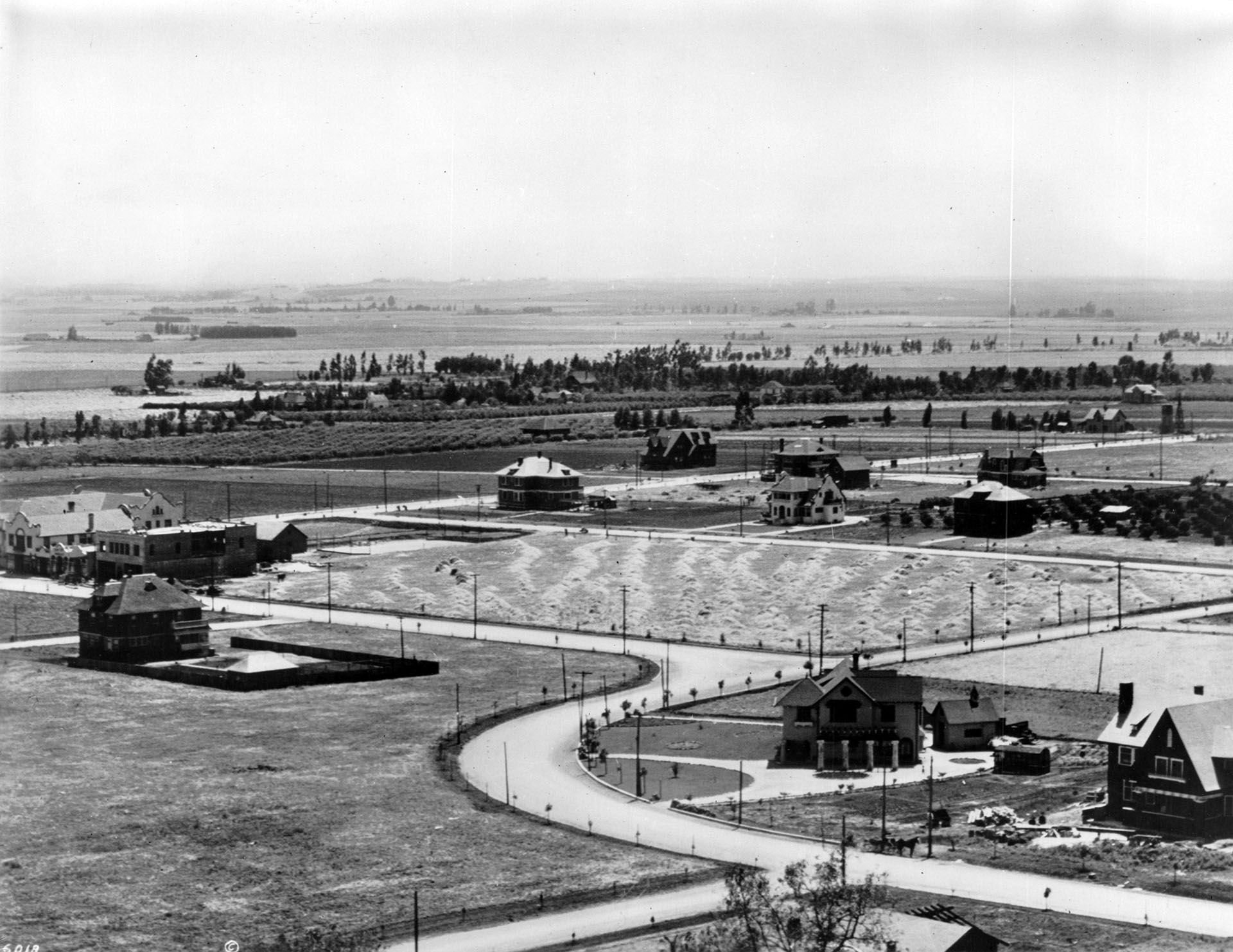 Panoramic view of Hollywood, looking south from Whitley Heights