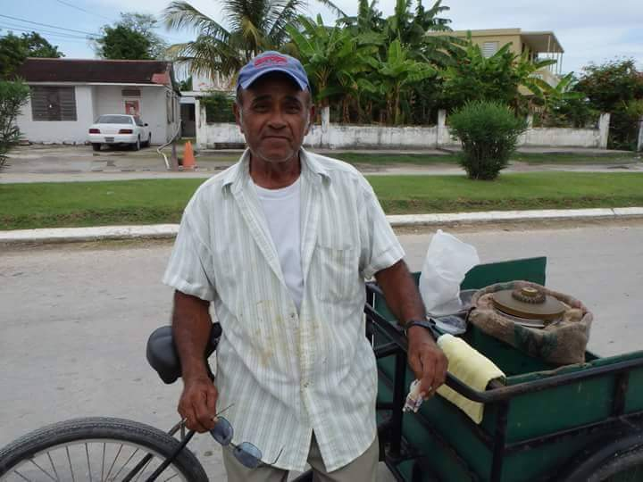 Marthin Ken's cousin in Belize also selling ice cream | Courtesy of Helados Pops