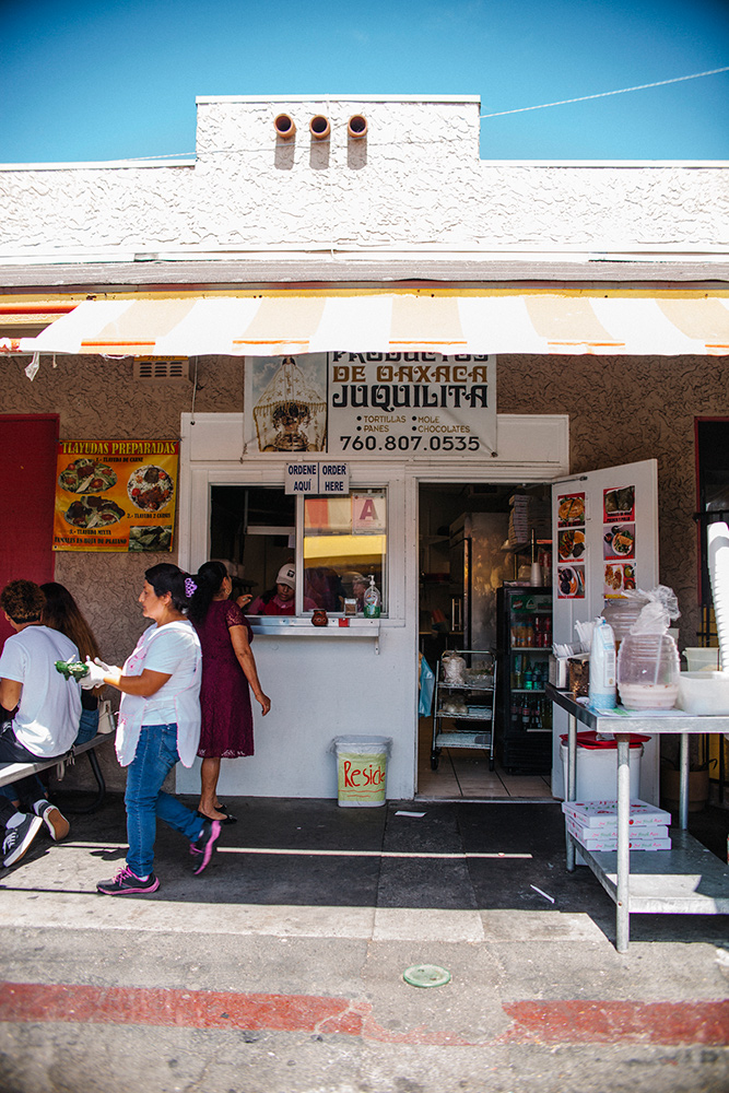 Reyna Garcia's food stand | Samanta Helou Hernandez