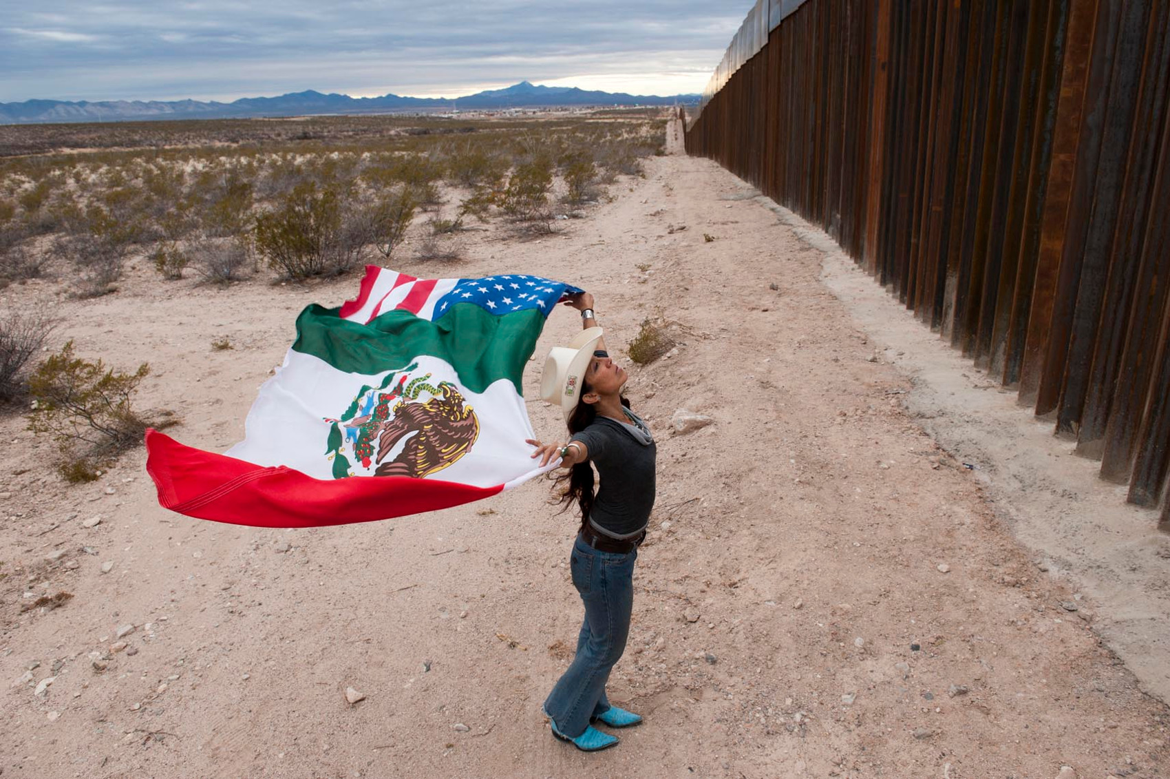 Raechel running at the border fence near Agua Prieta by Stefan Falke