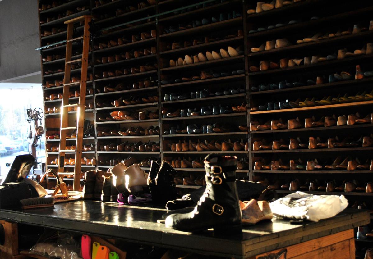 Willie's Shoe Service interior