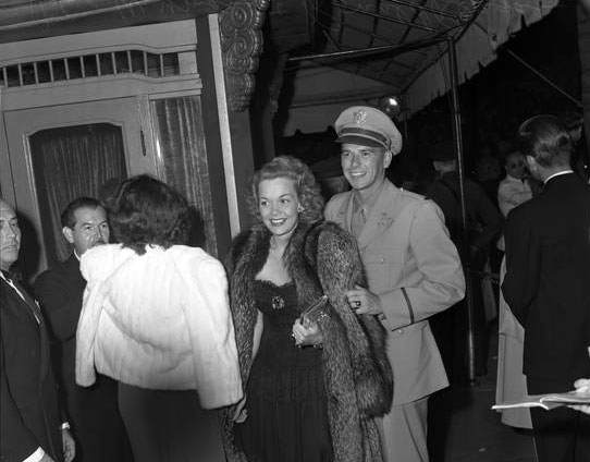 reagan_1942_hollywood.jpg