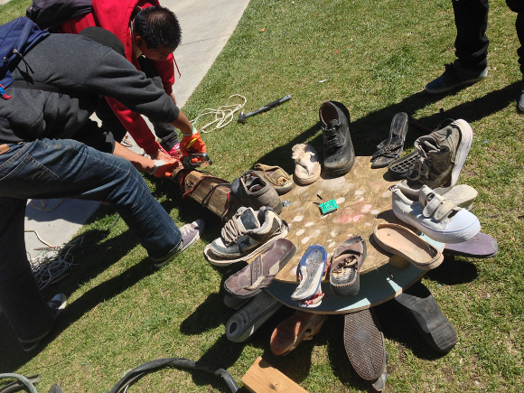 recycled_shoes_sculpture_dehsart.jpg