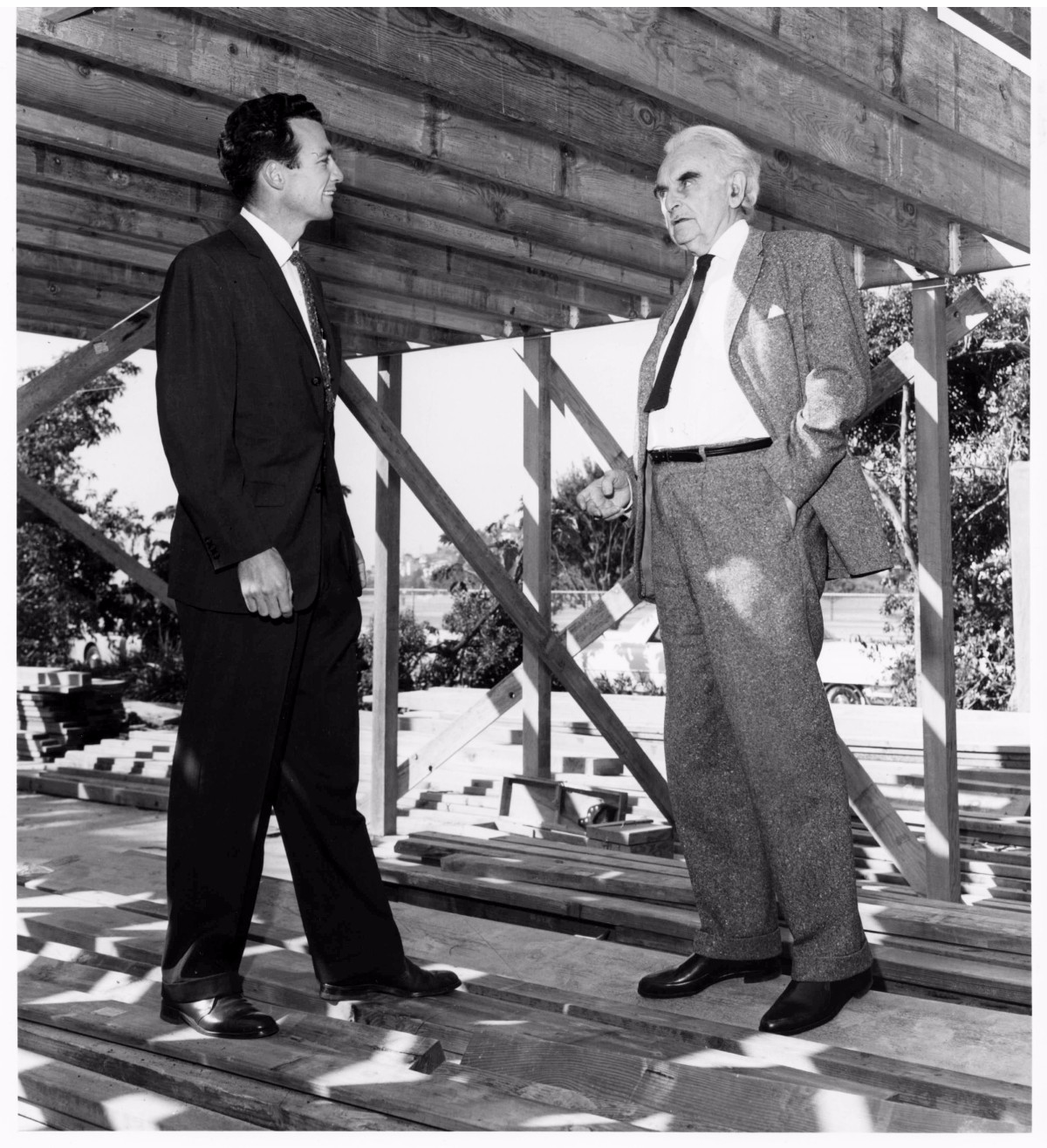 Richard Neutra and his son Dion at the framing of the VDL II house | Courtesy of Neutra Institute
