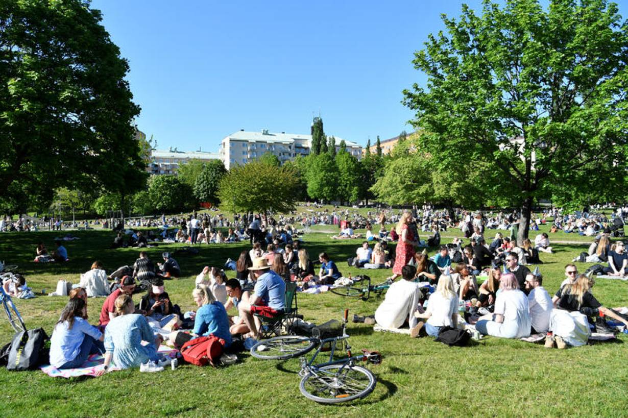 People enjoy warm weather at the Tantolunden park as the spread of the coronavirus disease (COVID-19) continues, in Stockholm, Sweden May 30, 2020. | TT News Agency/Henrik Montgomery via REUTERS