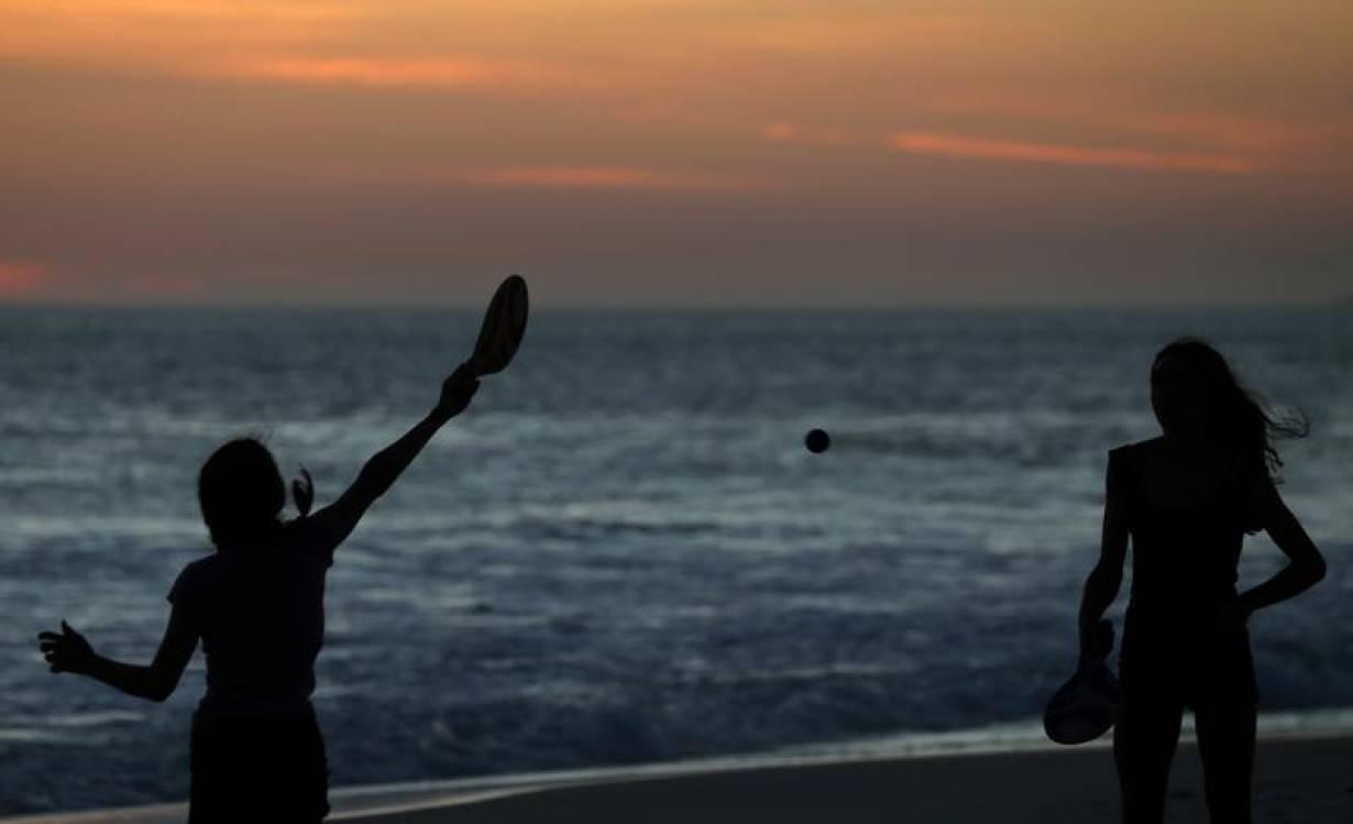 FILE PHOTO: Girls play on Barra beach in Rio de Janeiro, Brazil December 11, 2018. | REUTERS/Sergio Moraes