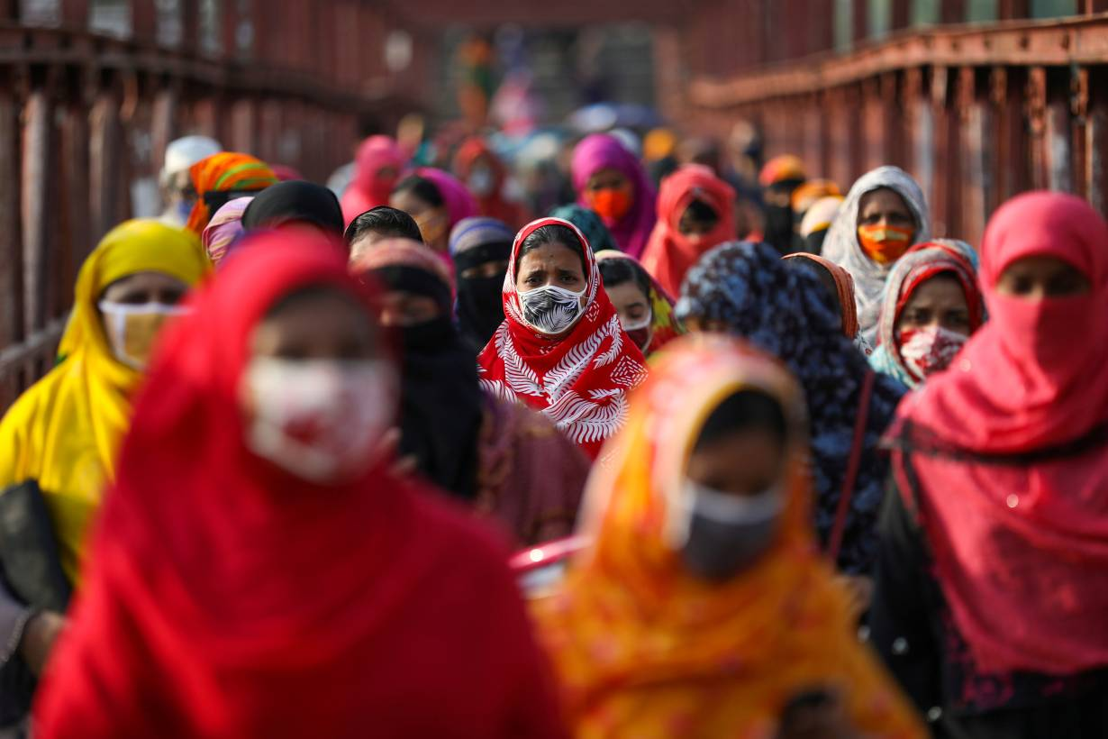 Garment workers return from a workplace as factories reopened after the government has eased the restrictions amid concerns over the coronavirus disease (COVID-19) outbreak in Dhaka, Bangladesh, May 4, 2020. | REUTERS/Mohammad Ponir Hossain