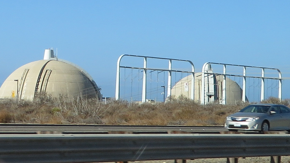 The shuttered San Onofrre Nuclear Generating Station, focus of a controversy over spent fuel storage | Photo: Ken Lund, some rights reserved