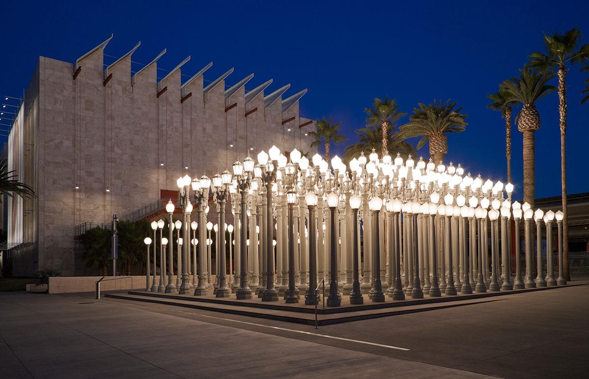 "Chris Burden's ""Urban Light"" | © Museum Associates/LACMA"