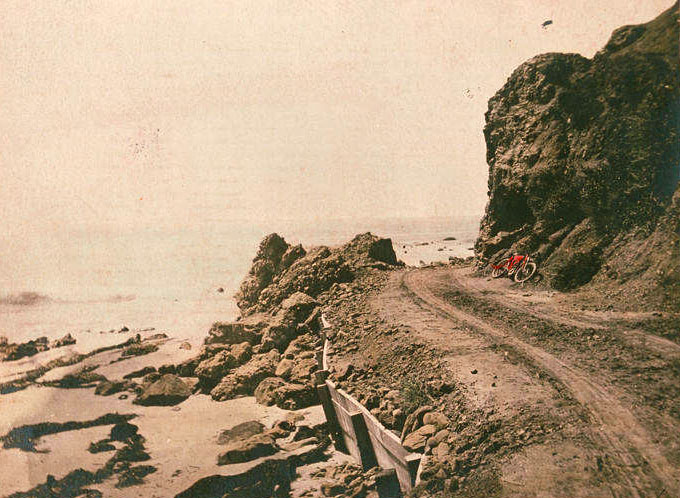 Site of Arch Rock soon after it was destroyed in 1906. Courtesy of the Pacific Palisades Historical Society Collection, Santa Monica Public Library.