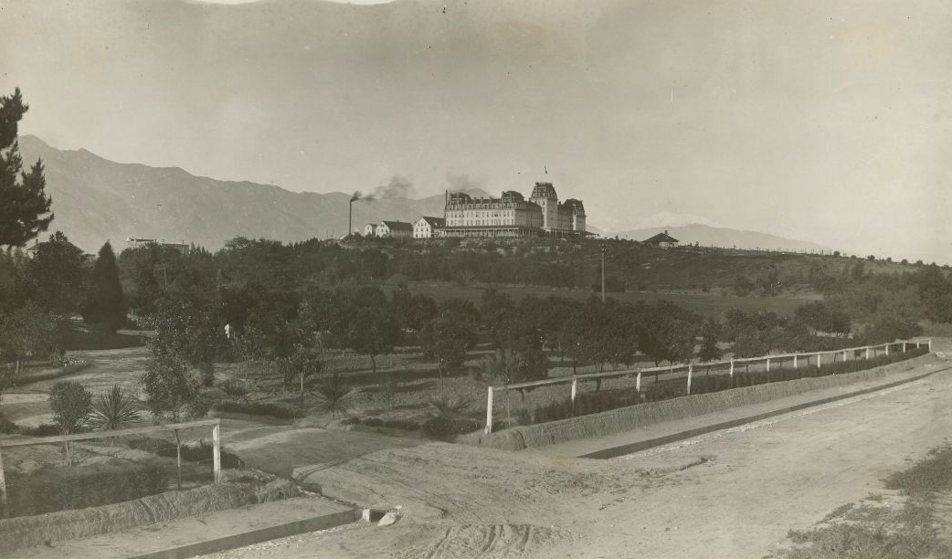 Circa 1890 view of the Raymond Hotel atop Raymond Hill. Courtesy of the South Pasadena Local History Images Collection, South Pasadena Public Library.