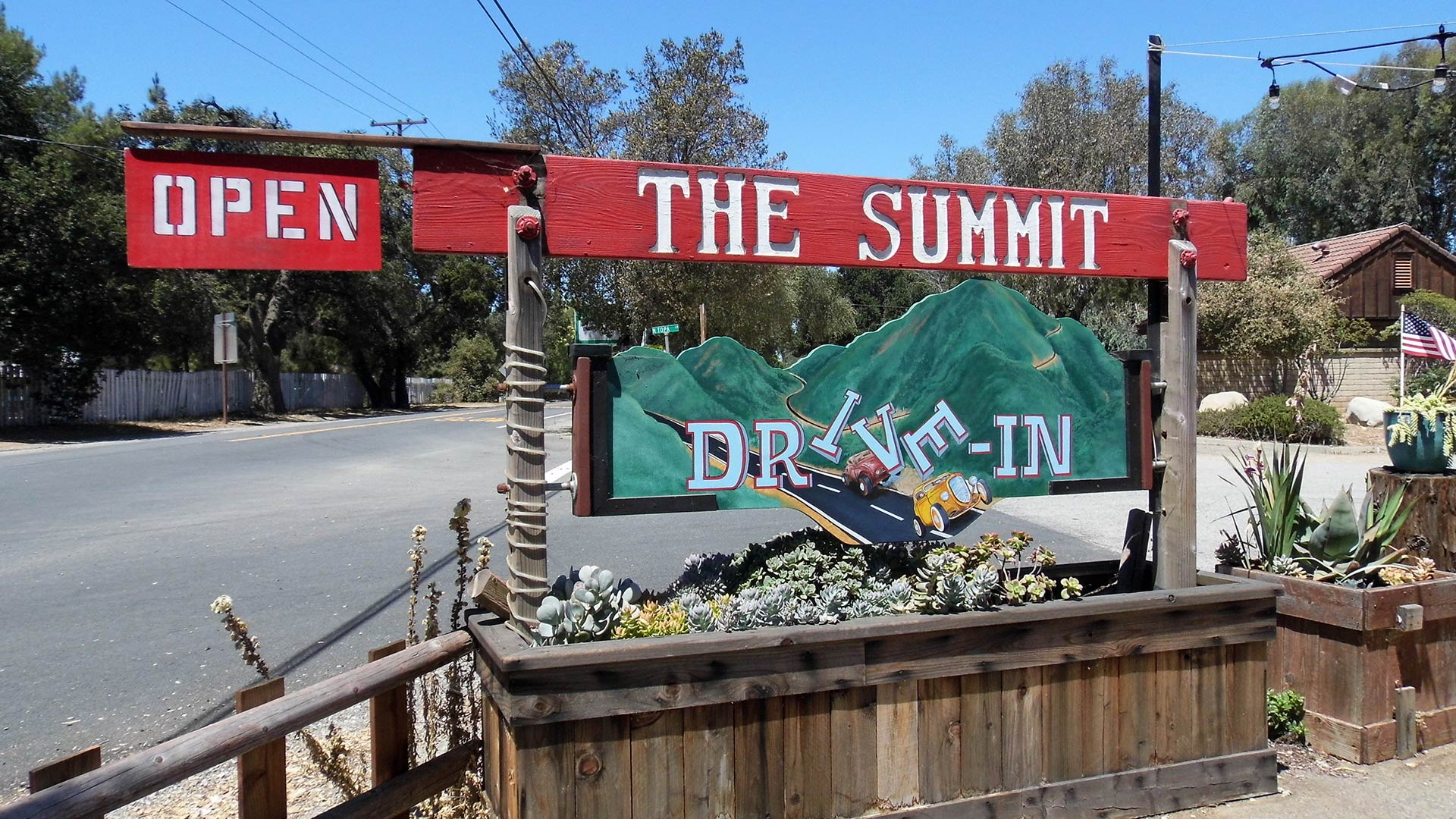 the summit drive in ojai