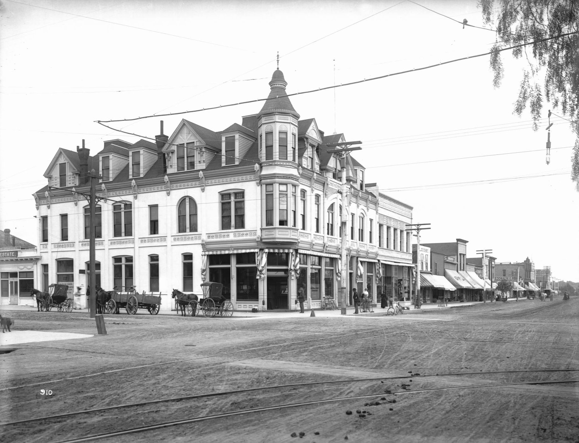 1900 view of Third Street at Broadway in Santa Monica. Courtesy of the USC Libraries - California Historical Society Collection.
