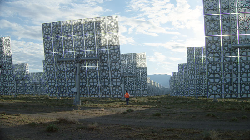 A worker among the heliostats at the Crescent Dunes Solar Project | Photo: Alec Ernest