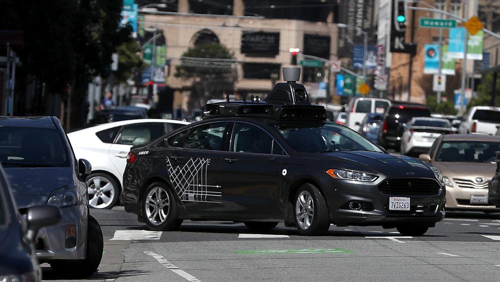 A prototype Uber self-driving car navigates San Francisco traffic | Photo: Justin Sullivan/Getty Images