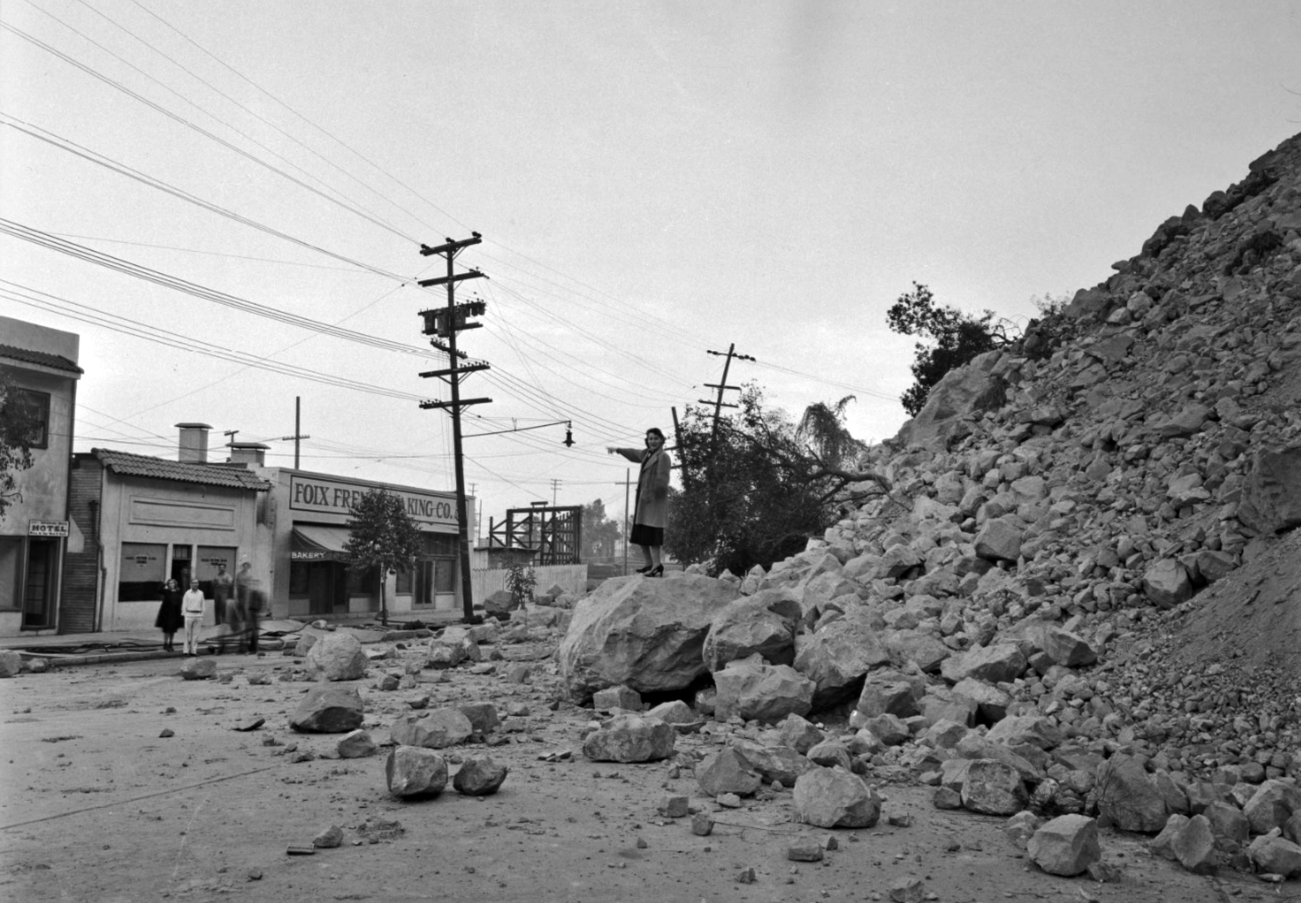 The slow-motion landslide blocked Riverside Drive where the Golden State (I-5) Freeway now passes Elysian Park. Courtesy of the Los Angeles Times Photographic Archive, Department of Special Collections, Charles E. Young Research Library, UCLA.