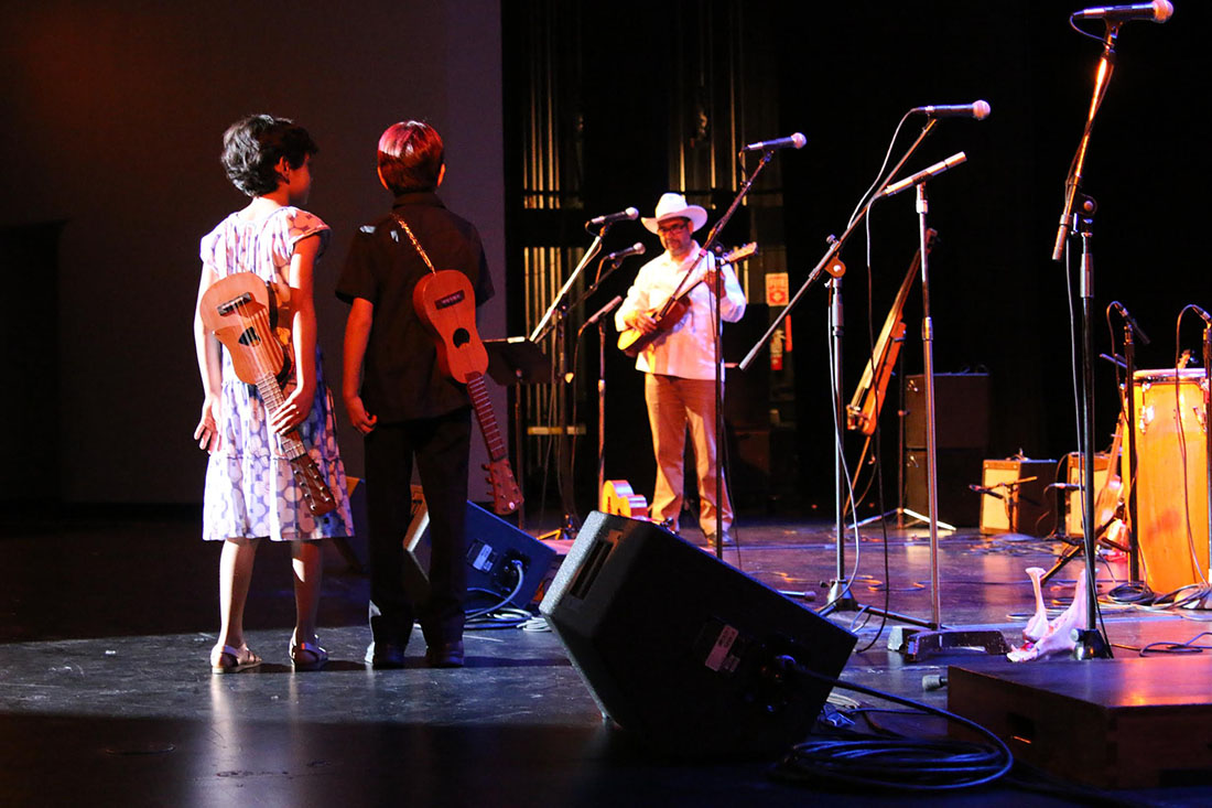 Son Jarocho performers at the Aratani Theatre | Erick Iñiguez