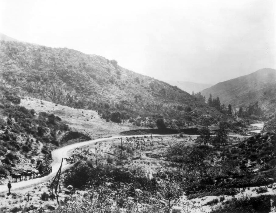 An unpaved road crosses Cahuenga Pass along the present-day route of the Hollywood Freeway, circa 1905. Courtesy of the USC Libraries - California Historical Society Collection.