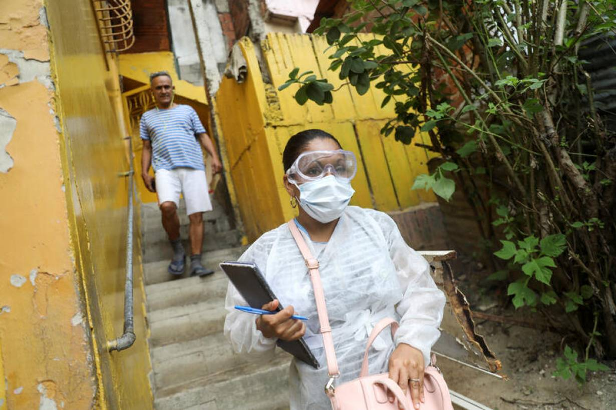 A doctor conducts interviews in the low-income neighborhood of Las Mayas as cases of coronavirus rise in Caracas, Venezuela, July 14, 2020. Picture taken July 14, 2020.   REUTERS/Manaure Quintero