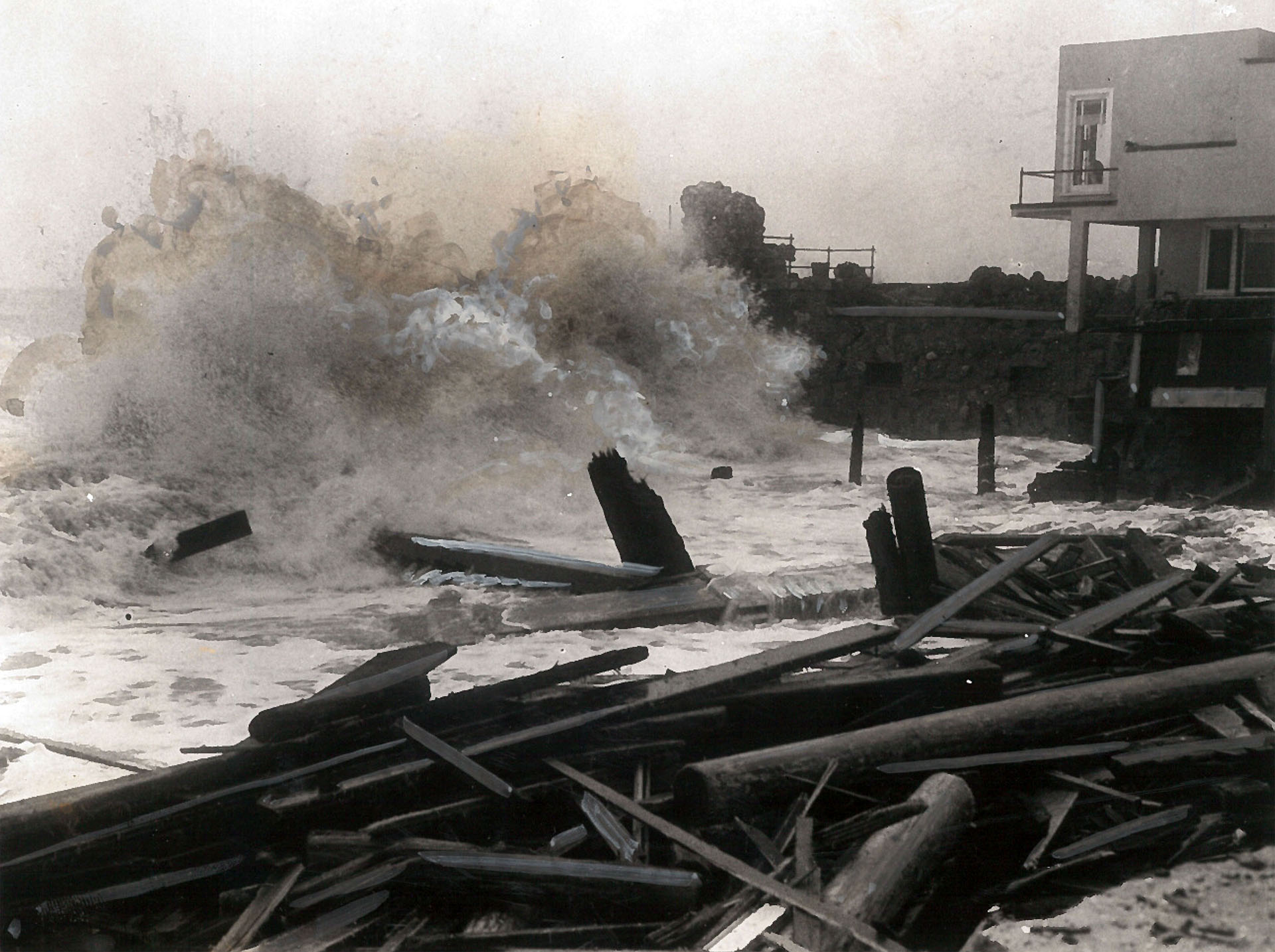 Waves pound the Long Beach shore during the 1939 tropical storm. Photo courtesy of the USC Libraries – Los Angeles Examiner Collection.