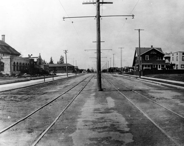 1907 view of Venice Boulevard, looking west from Western Avenue. Courtesy of the Photo Collection - Los Angeles Public Library.