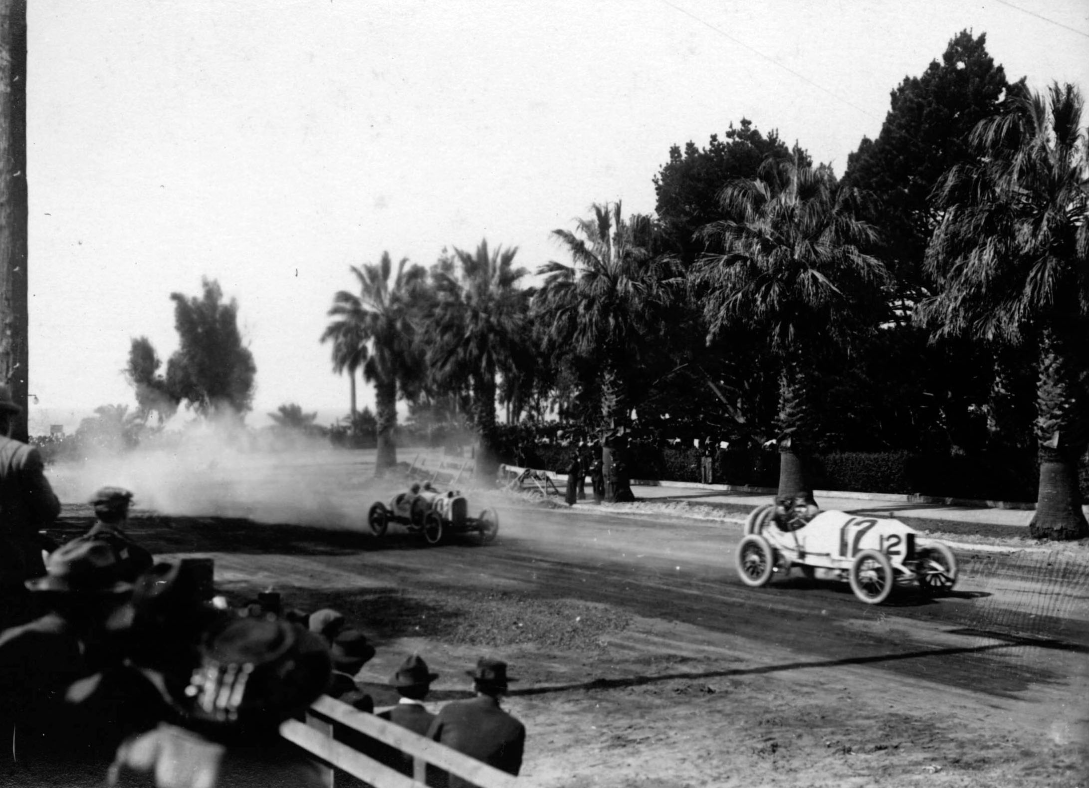 Racing automobiles turn onto Wilshire Boulevard, then named Nevada Avenue, from Ocean Avenue in Santa Monica in 1910. Courtesy of the USC Libraries - California Historical Society Collection.