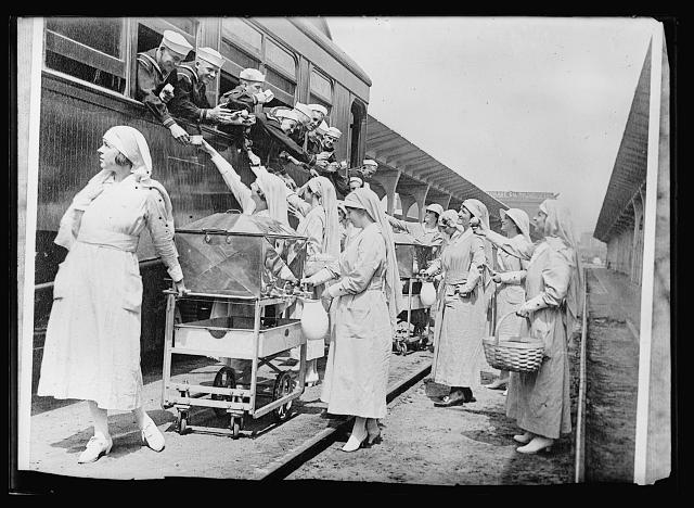 Workers at Southern Pacific Stations at Los Angeles_circa1918-1919
