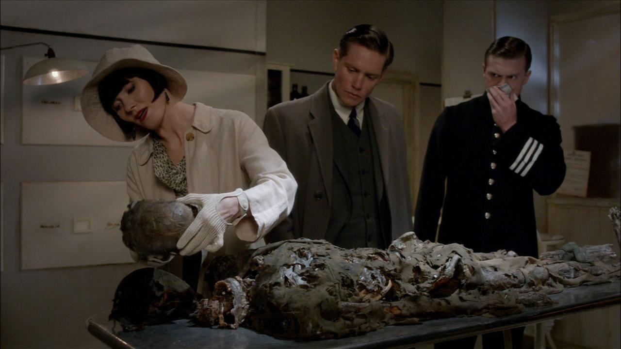 Miss Fisher's Murder Mysteries: Death Comes Knocking