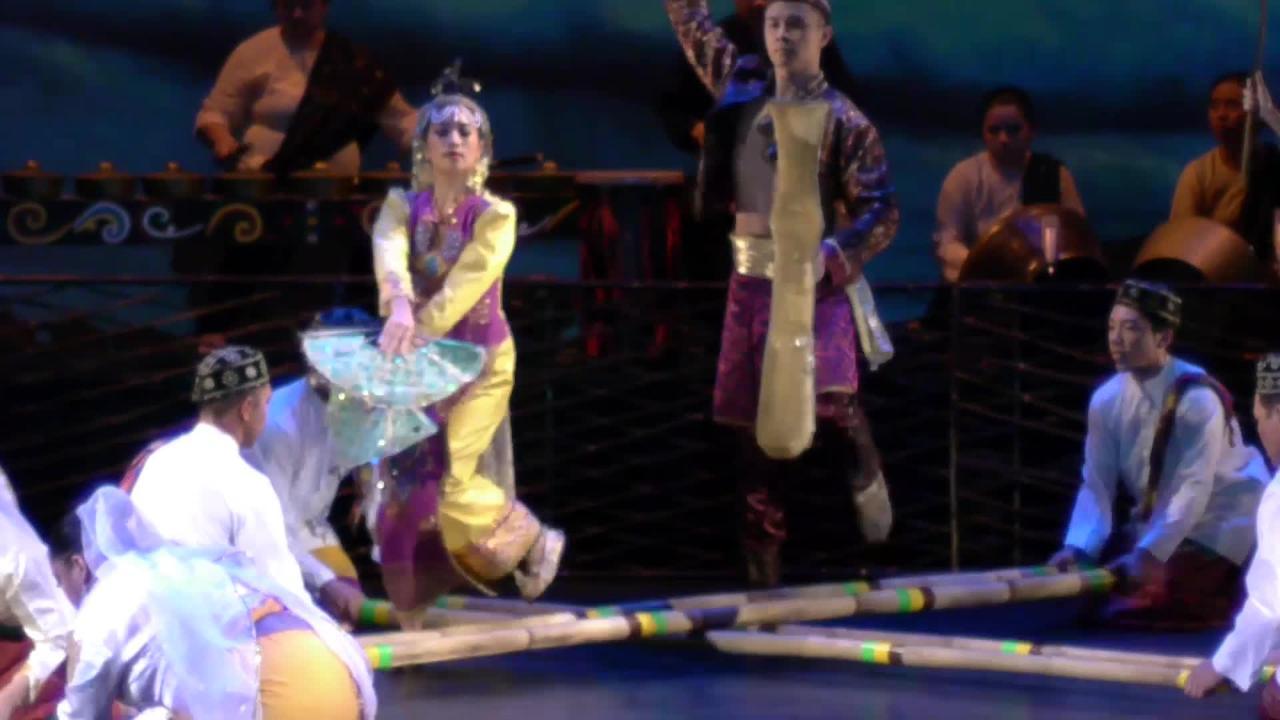 Kayamanan ng Lahi Performs Burong Talo and Singkil
